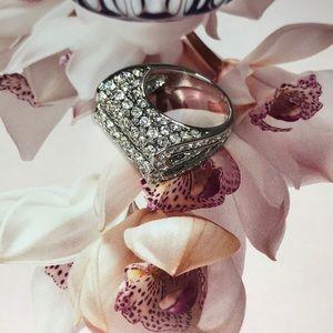 Jewelry - ❤️Silver Side Heart Shape Ring❤️